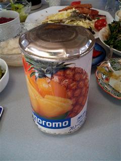 盛り上がった缶詰