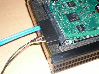 SmartDrive2002ではSASケーブルは入らない