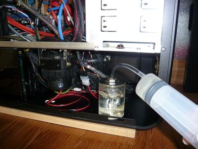注射器で水を補給