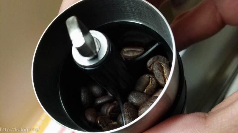 ミルに豆をセット
