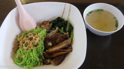緑麺と鶏肉